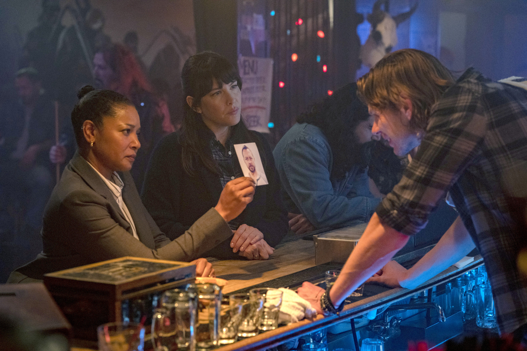 "9-1-1: LONE STAR: L-R: Guest star Tamala Jones and Liv Tyler in the ""Bum Steer"" episode of 9-1-1: LONE STAR airing Monday, Feb. 24 (8:00-9:01 PM ET/PT) on FOX. ©2020 Fox Media LLC. CR: Jack Zeman/FOX."