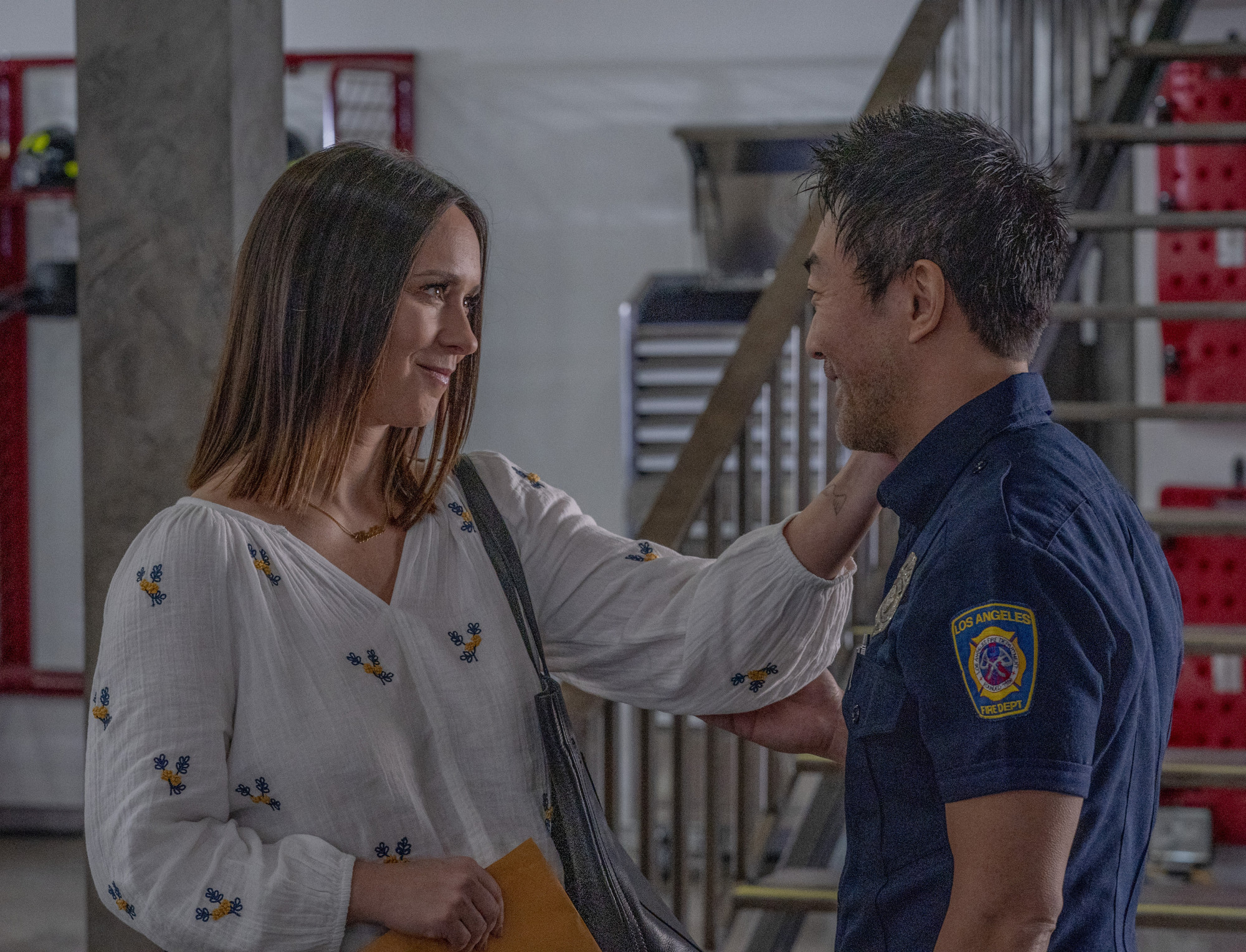 "9-1-1: L-R: Jennifer Love Hewitt and Kenneth Choi  in the ""New Beginnings""  episode of 9-1-1 airing Monday, March 18 (9:00-10:00 PM ET/PT) on FOX. © 2019 FOX Broadcasting. Cr. Michael Becker / FOX."