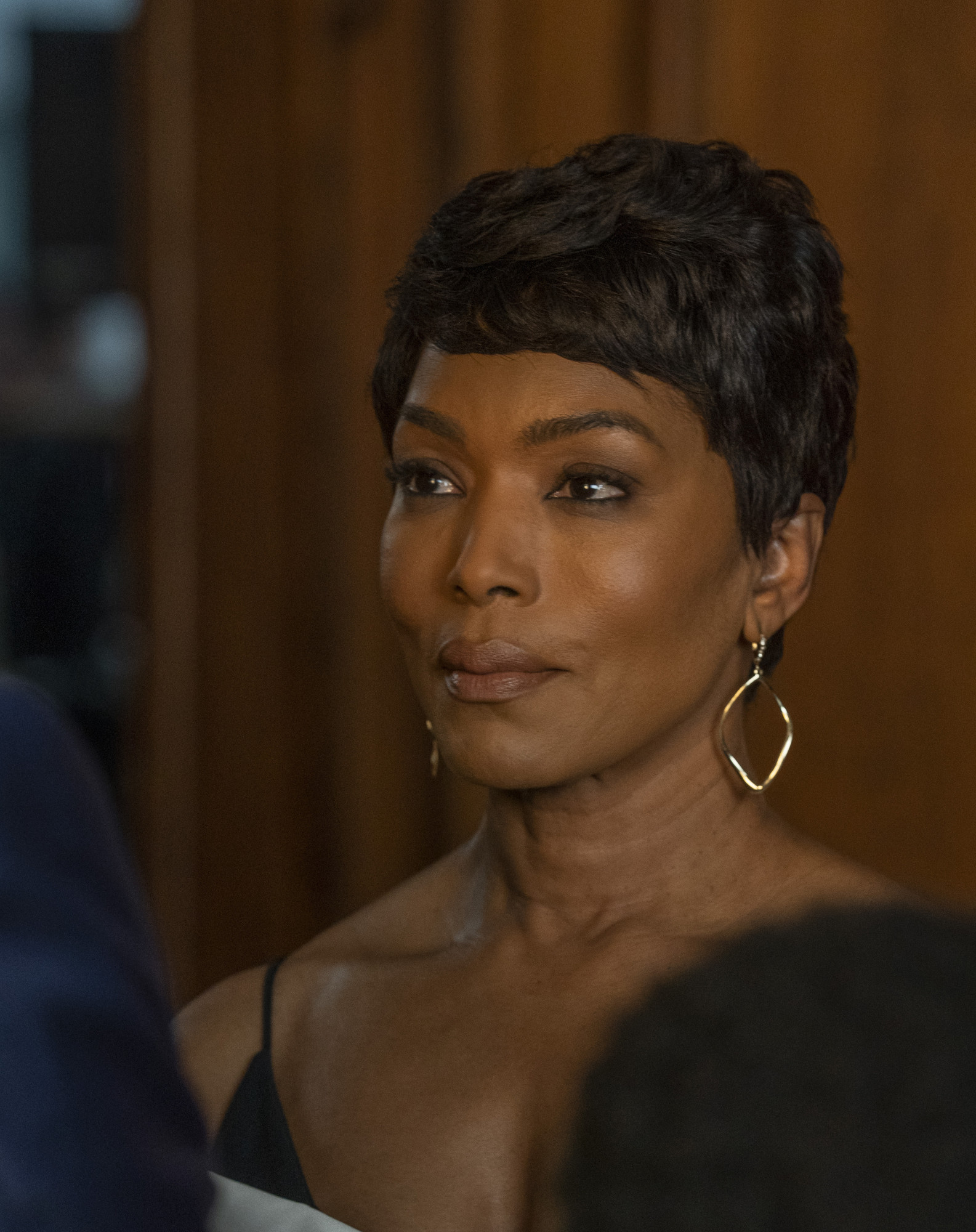 "9-1-1: Angela Bassett in the ""This Life We Choose"" season finale episode of 9-1-1 airing at a special time Monday, May 13 (8:00-9:01 PM ET/PT) on FOX. © 2018 FOX MEDIA LLC. CR: Jack Zeman / FOX"