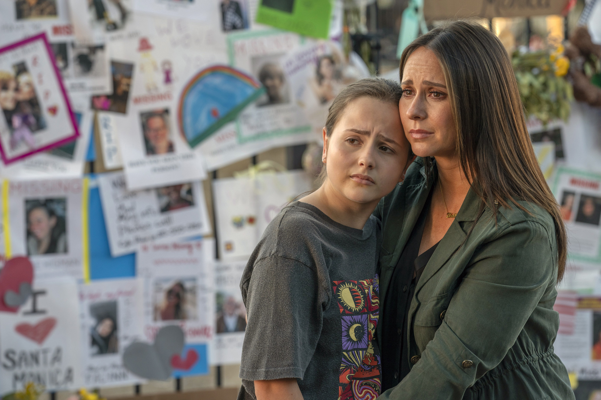 "9-1-1: L-R: Guest star Ava Acres and Jennifer Love Hewitt in the ""Searchers"" episode of 9-1-1 airing Monday, Oct. 7 (8:00-9:00 PM ET/PT) on FOX. CR: Jack Zeman/FOX. © 2019 FOX MEDIA LLC."