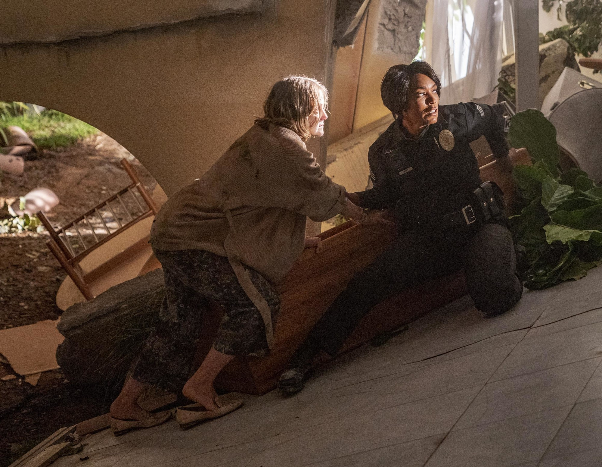 "9-1-1: L-R: Guest star Lilli Birdsell and Angela Bassett in the ""Alone Together""   episode of 9-1-1 airing Monday, Jan. 25 (8:00-9:00 PM ET/PT) on FOX. CR: FOX. © 2021 FOX Media LLC."