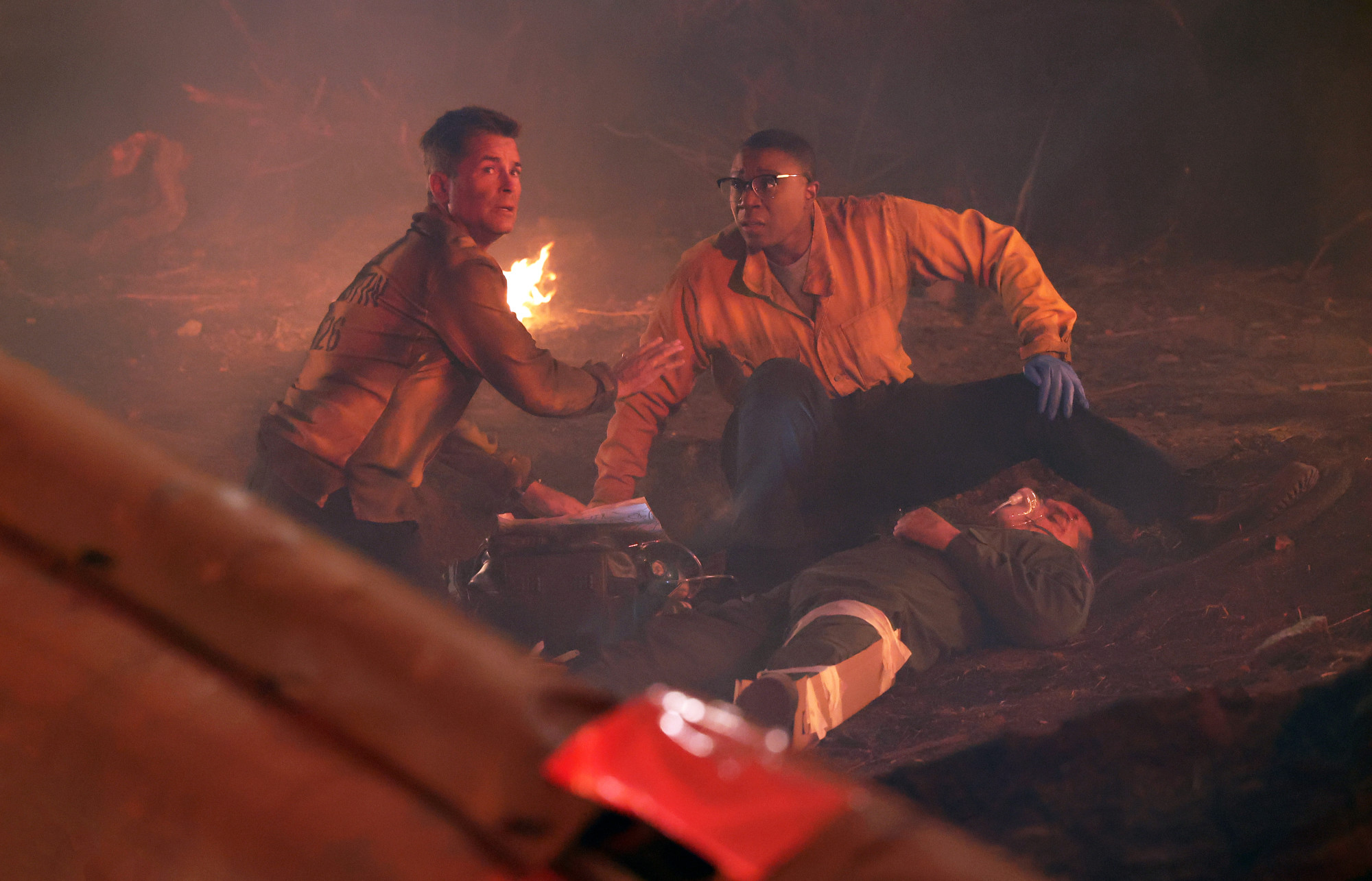 """9-1-1: LONE STAR: L-R: Rob Lowe and special guest star Aisha Hinds in the """"Hold The Line"""" episode of 9-1-1: LONE STAR airing Monday, Feb. 1 (9:01-10:00 PM ET/PT) on FOX. © 2021 Fox Media LLC. CR: Jordin Althaus/FOX."""