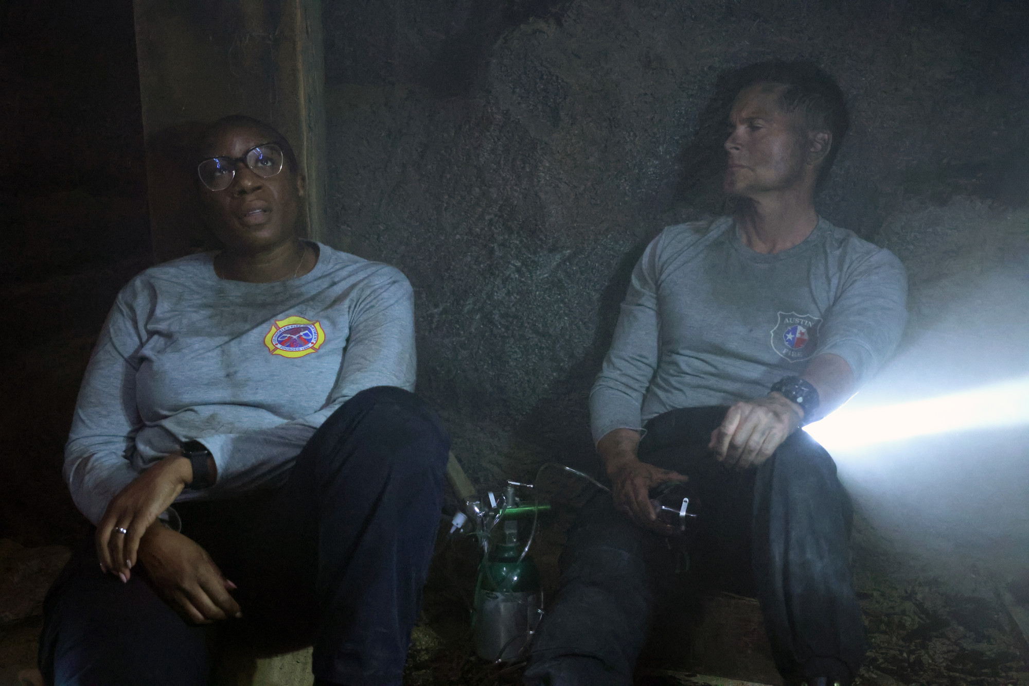 "9-1-1: LONE STAR: L-R: Special guest star Aisha Hinds and Rob Lowe in the ""Hold The Line"" episode of 9-1-1: LONE STAR airing Monday, Feb. 1 (9:01-10:00 PM ET/PT) on FOX. © 2021 Fox Media LLC. CR: Jordin Althaus/FOX."