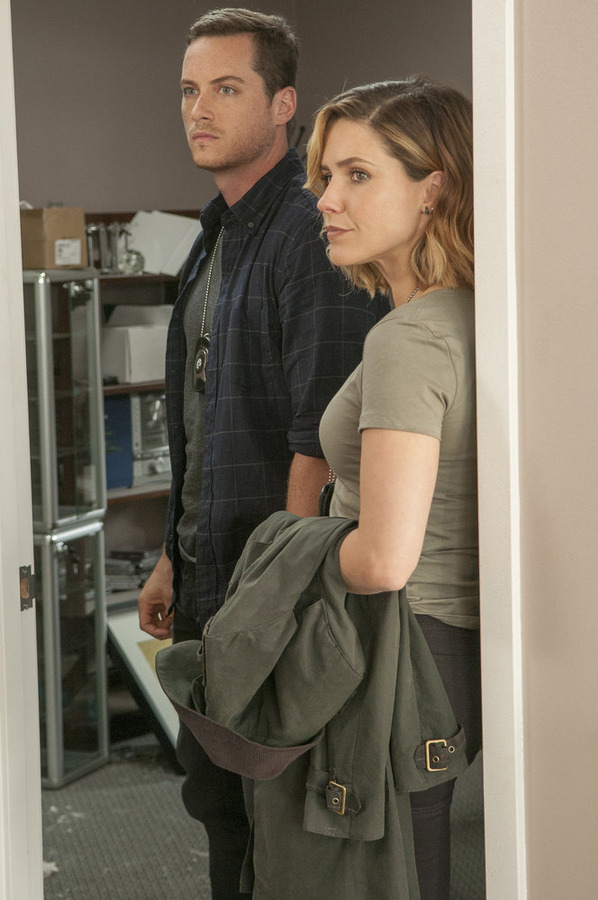 """CHICAGO P.D. -- """"Climbing Into Bed"""""""