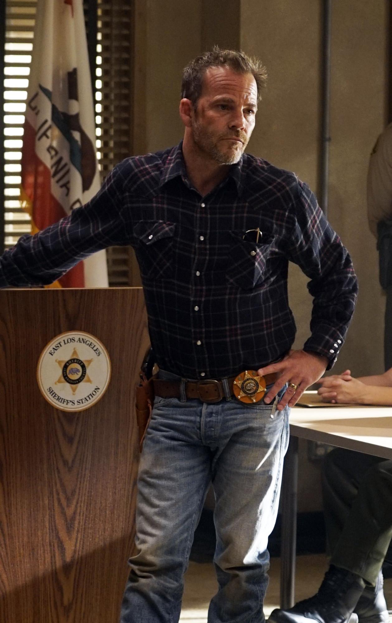 """DEPUTY: Stephen Dorff in the """"Outlaws"""" episode of DEPUTY airing Thursday, Jan. 9 (9:00-10:00 PM ET/PT) on FOX. © 2020 FOX MEDIA LLC. Cr: Richard Foreman/FOX."""