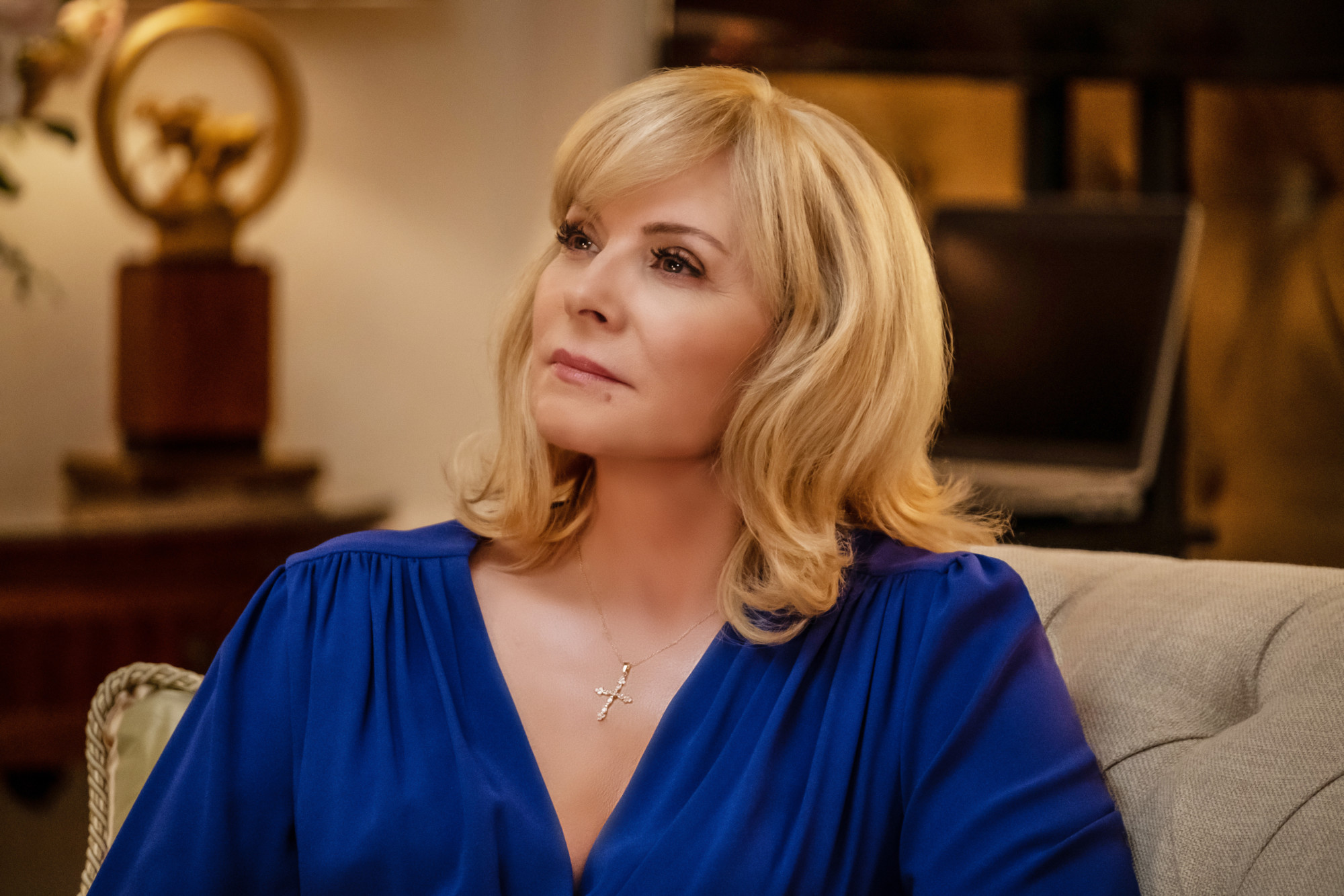 "FILTHY RICH: Kim Cattrall in the ""Pilot"" series premiere episode of FILTHY RICH airing Monday, Sept. 21 (9:00-10:00 PM ET/PT)    on FOX. ©2020 Fox Media LLC. CR: Patti Perret/FOX."