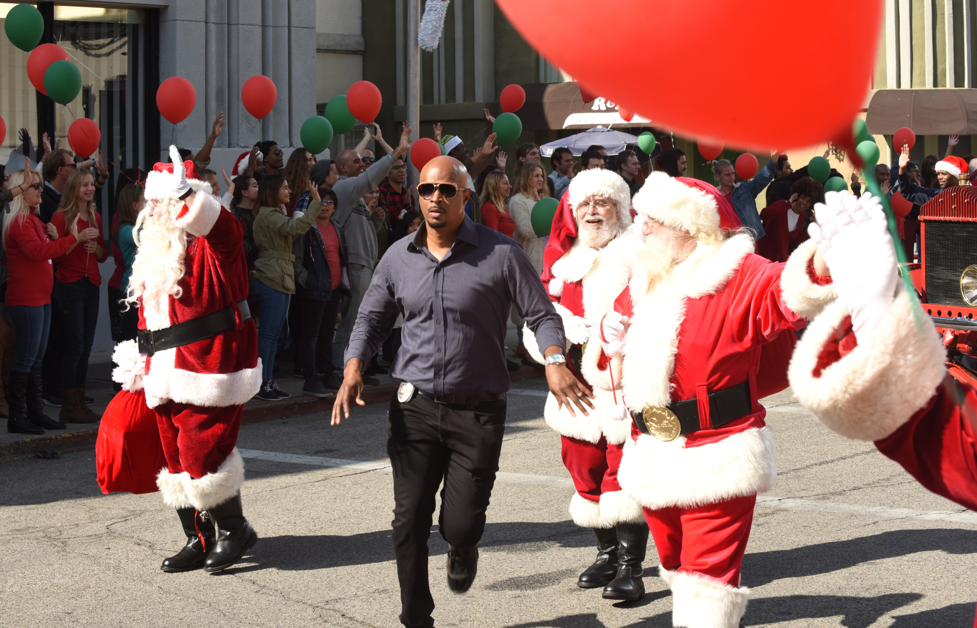 "LETHAL WEAPON: Damon Wayans in the ""Bad Santas"" fall finale episode of LETHAL WEAPON airing Tuesday, Dec. 4 (9:00-10:00 PM ET/PT) on FOX. ©2018 Fox Broadcasting Co. CR: Ray Mickshaw/FOX"