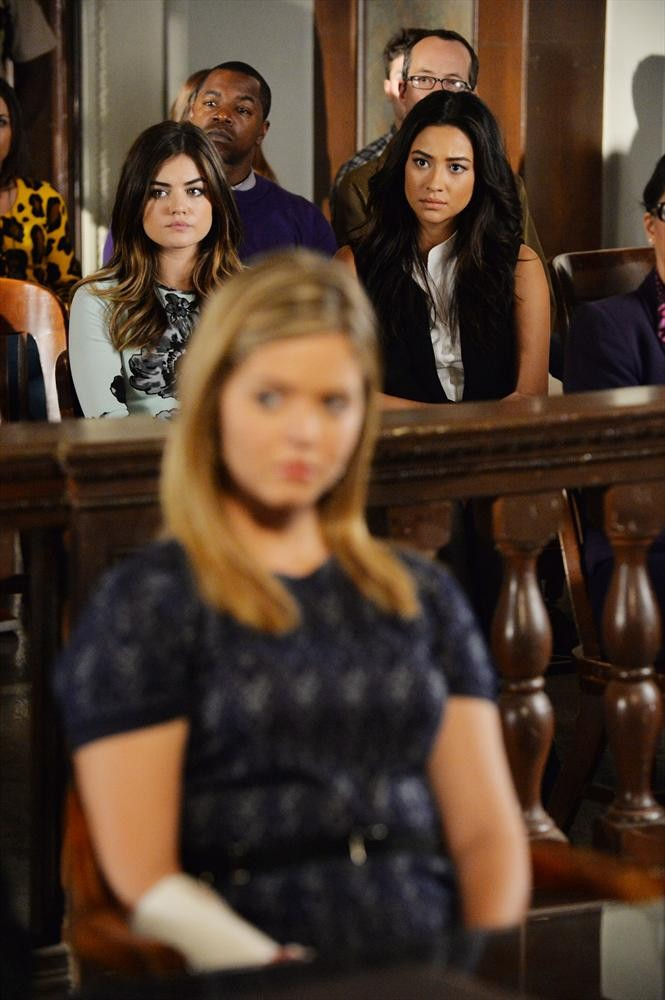 """PRETTY LITTLE LIARS - """"The Melody Lingers on"""""""