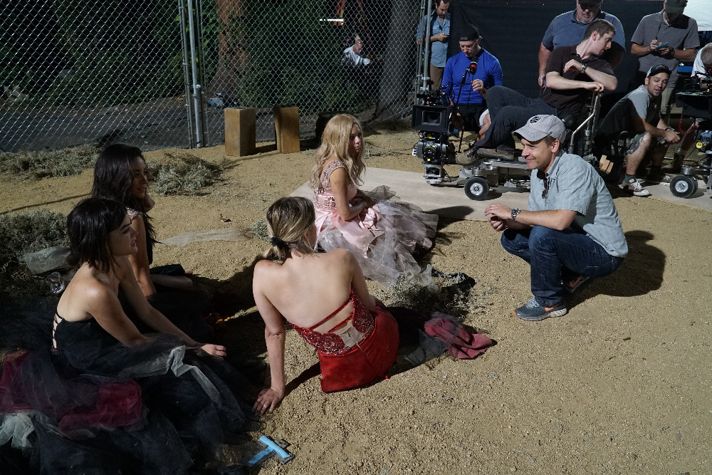 """PRETTY LITTLE LIARS - """"Game On, Charles"""" (BTS)"""