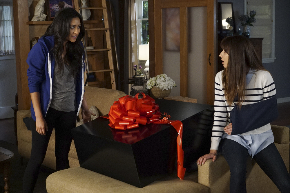 "PRETTY LITTLE LIARS - ""These Boots Are Made For Stalking"""