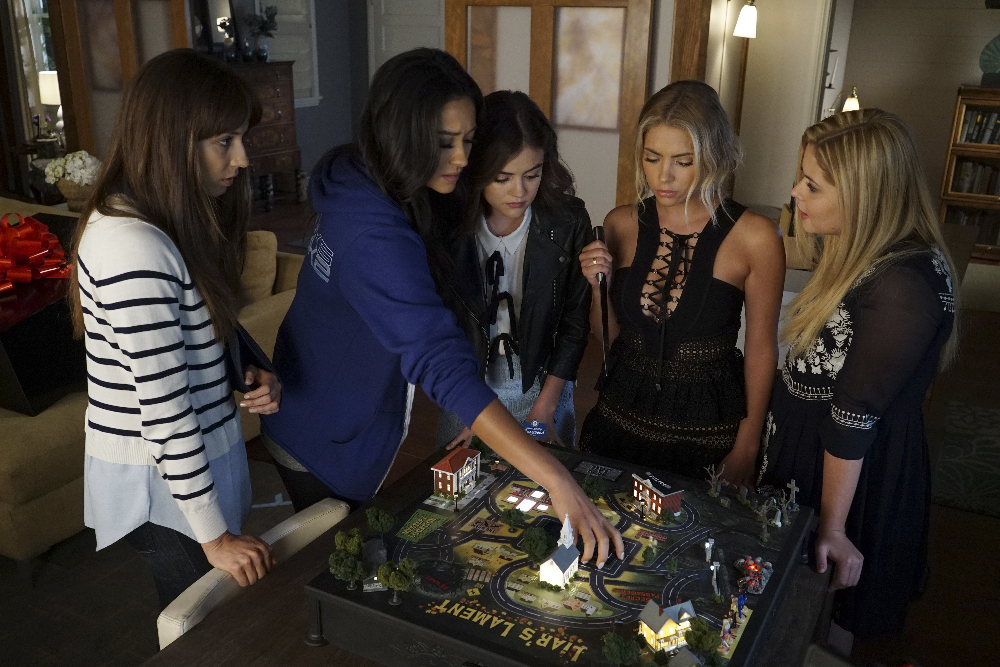 """PRETTY LITTLE LIARS - """"These Boots Are Made For Stalking"""""""