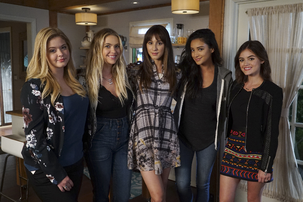 """PRETTY LITTLE LIARS - """"These Boots Are Made For Stalking"""" BTS"""