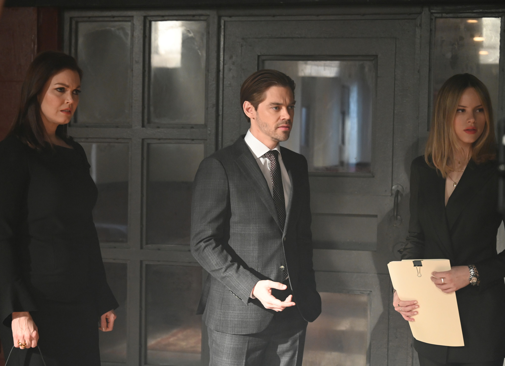 """PRODIGAL SON:  L-R:  Bellamy Young, Tom Payne and Halston Sage in """"The Professionals"""" episode of PRODIGAL SON airing Monday, April 20 (9:01-10:00 PM ET/PT) on FOX. © 2020 FOX MEDIA LLC. Cr: Jojo Whilden/FOX."""
