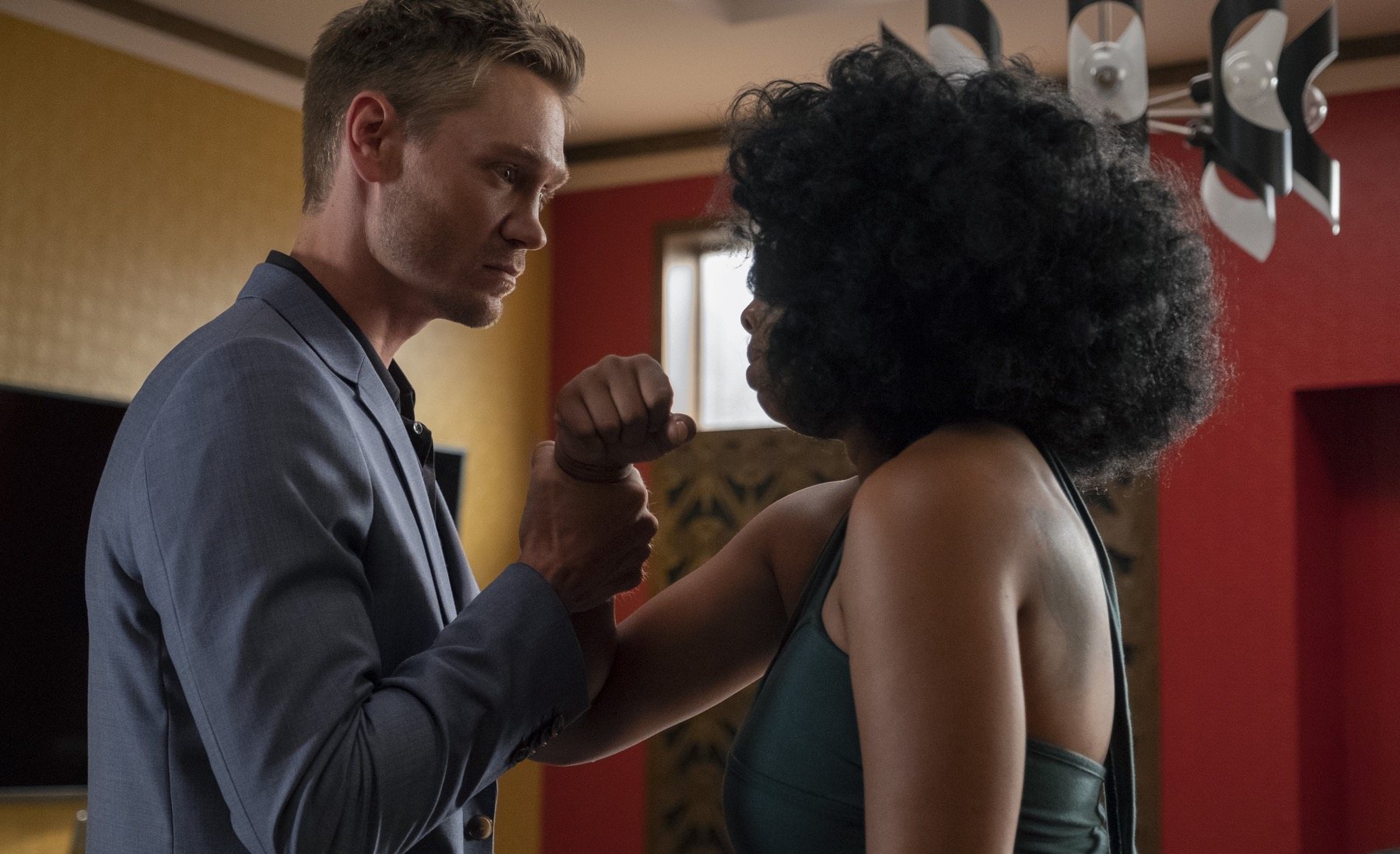 """STAR: L-R: Chad Michael Murray and Brandy Norwood in the """"All Falls Down"""" episode of STAR airing Wednesday, Oct. 17 (9:00-10:00 PM ET/PT) on FOX. ©2018 Fox Broadcasting Co. CR: Wilford Harewood/FOX"""