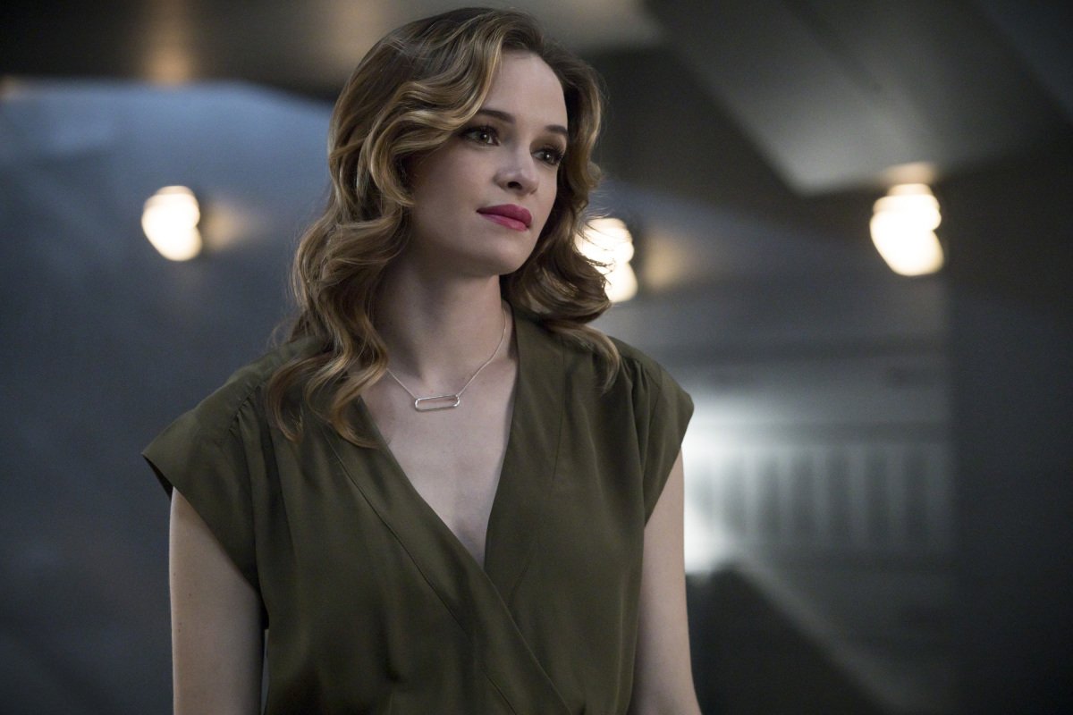 "THE FLASH Episode 4.02 ""Mixed Signals"""
