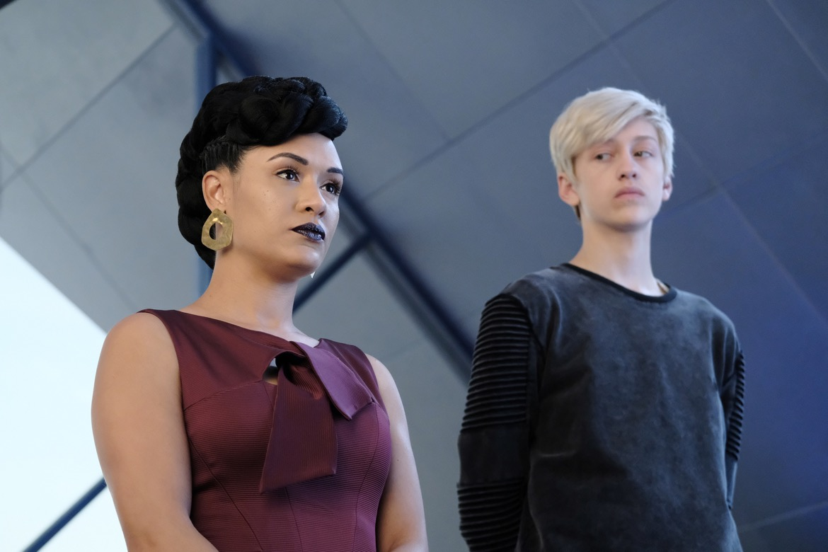 "THE GIFTED: L-R: Grace Byers and Percy Hynes White in the ""coMplications"" episode of THE GIFTED airing Tuesday, Oct. 9 (8:00-9:00 PM ET/PT) on FOX. ©2018 Fox Broadcasting Co. Cr: Guy D'Alema/FOX."