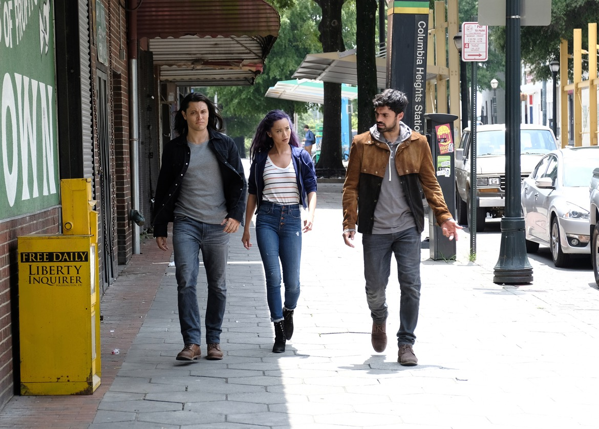 """THE GIFTED:  L-R:  Blair Redford, Jamie Chung and Sean Teale in the """"outMatched"""" episode of THE GIFTED airing Tuesday, Oct. 16 (8:00-9:00 PM ET/PT) on FOX. ©2018 Fox Broadcasting Co. Cr: Guy D'Alema/FOX."""