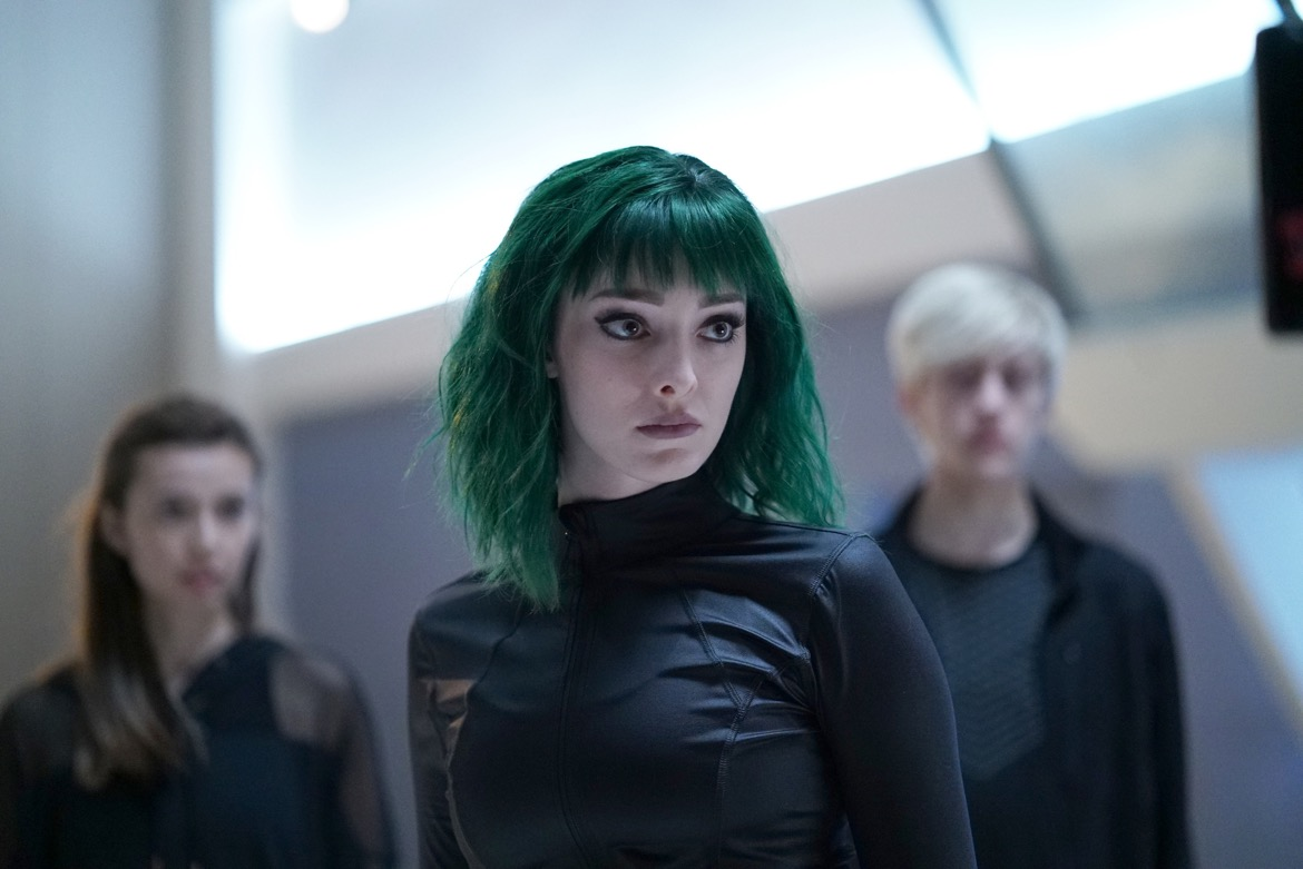 """THE GIFTED:  L-R: Guest star Anjelica Bette Fellini, Emma Dumont and Percy Hynes White in the """"iMprint"""" episode of THE GIFTED airing Tuesday, Nov. 6 (8:00-9:00 PM ET/PT) on FOX. ©2018 Fox Broadcasting Co. Cr:  Annette BrownFOX."""