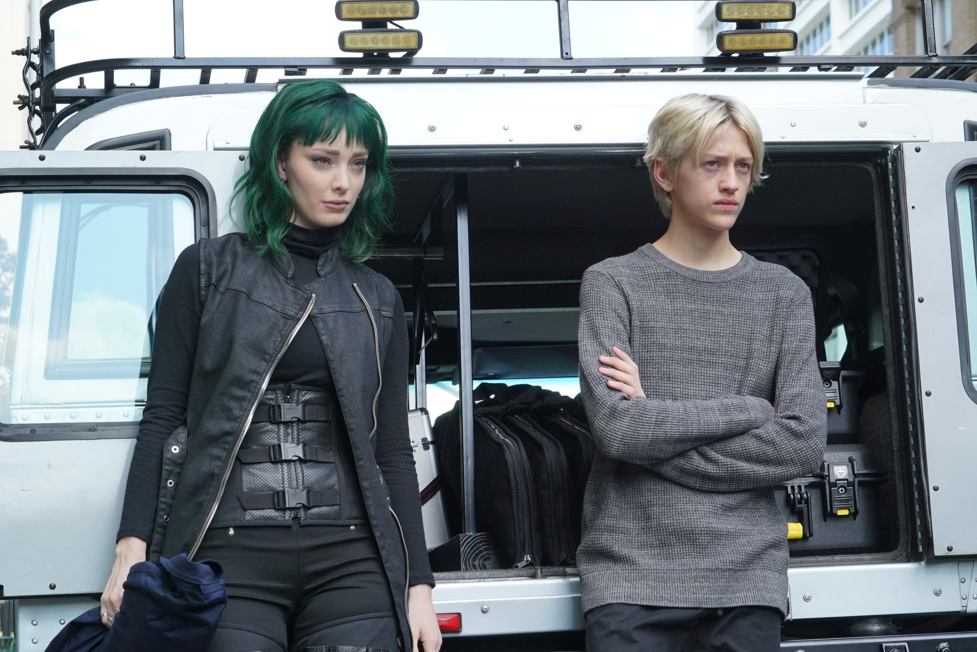 """THE GIFTED:  L-R:  Emma Dumont and Percy Hynes White in the """"eneMy of My eneMy"""" winter premiere  episode of THE GIFTED airing Tuesday, Jan. 1 (9:00-10:00 PM ET/PT) on FOX. ©2018 Fox Broadcasting Co. Cr: Annette Brown/FOX."""
