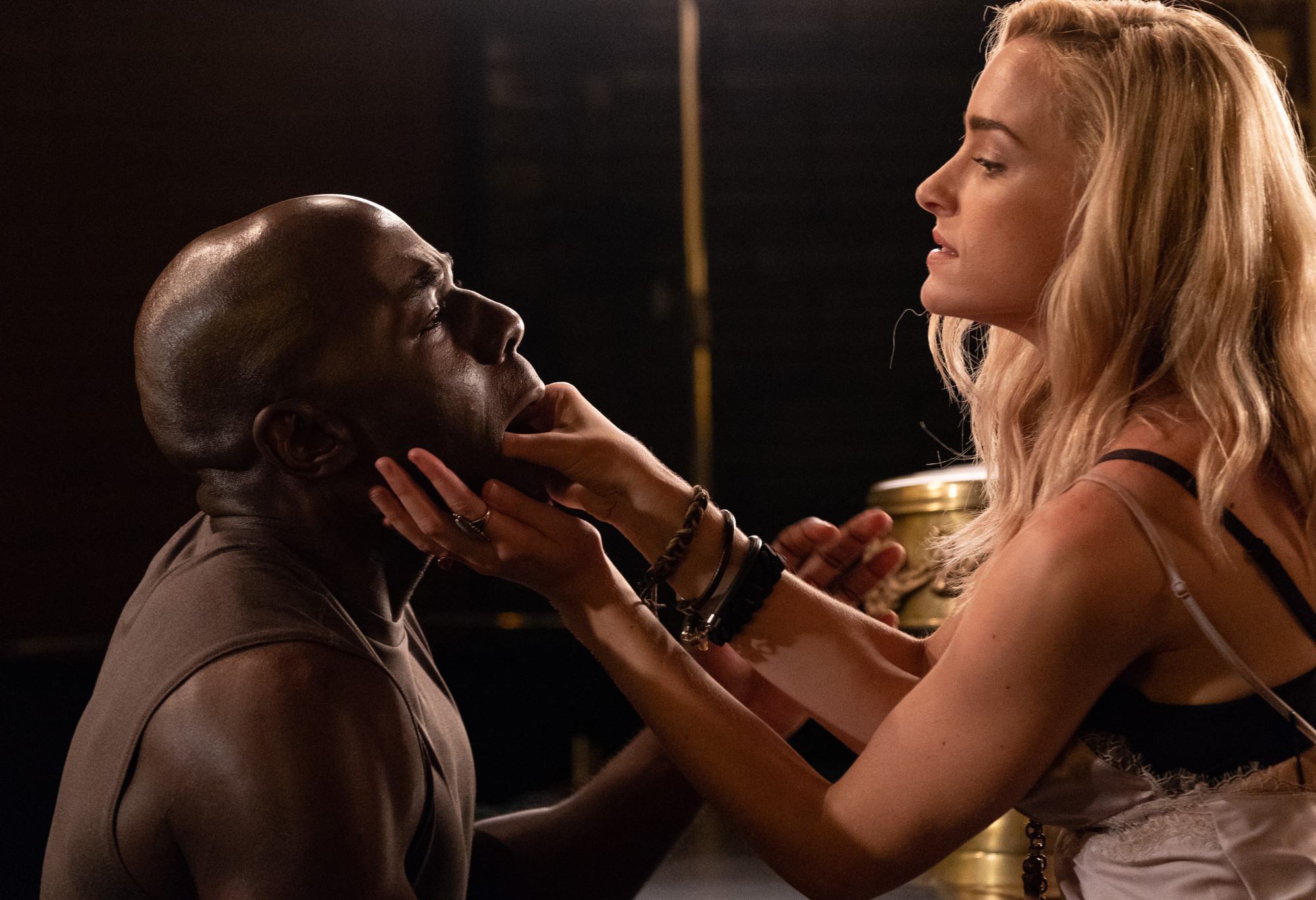 "THE PASSAGE: L-R: McKinley Belcher III and Brianne Howey in the ""You Owe Me a Unicorn"" episode of THE PASSAGE airing Monday, Jan. 21 (9:00-10:00 PM ET/PT) on FOX.© 2019 FOX Broadcasting.  Cr: Erika Doss / FOX."