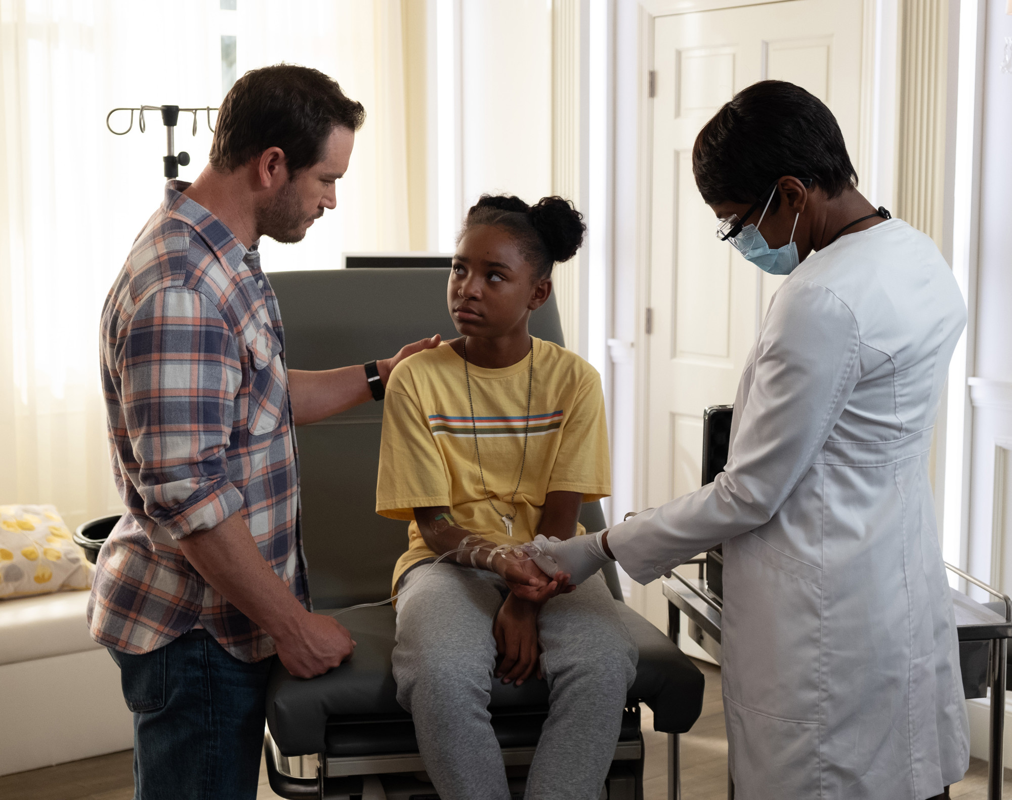 """THE PASSAGE: L-R: Mark-Paul Gosselaar,Saniyya Sidney and Caroline Chikezie in the """"That Never Should Have Happened To You"""" episode of THE PASSAGE airing Monday, Jan. 28 (9:00-10:00 PM ET/PT) on FOX. © 2019 FOX Broadcasting.  Cr: Erika Doss / FOX."""