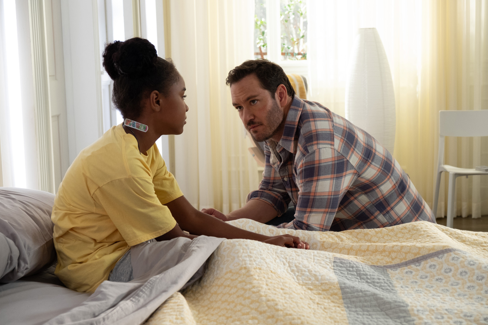 """THE PASSAGE: L-R: Saniyya Sidney and Mark-Paul Gosselaar in the """"That Never Should Have Happened To You"""" episode of THE PASSAGE airing Monday, Jan. 28 (9:00-10:00 PM ET/PT) on FOX. © 2019 FOX Broadcasting.  Cr: Erika Doss / FOX."""