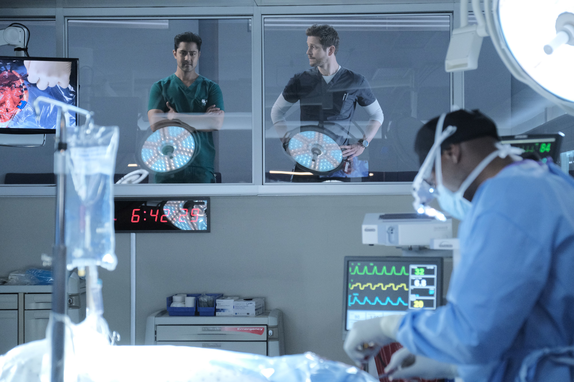 """THE RESIDENT:  L-R:  Manish Dayal, Matt Czuchry and Morris Chestnut in the """"Choice Words"""" episode of THE RESIDENT airing Tuesday, Oct. 29 (8:00-9:00 PM ET/PT) on FOX. ©2019 Fox Media LLC Cr: Guy D'Alema/FOX"""