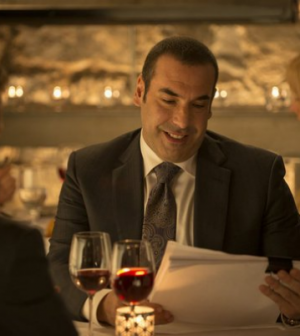 Rick Hoffman as Louis Litt in Suits. Image © USA Network.